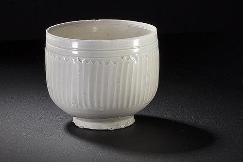 Rare Northern Song dynasty Ding chrysanthemum vertical bowl
