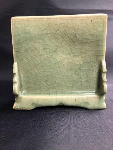 Fine Ming dynasty Longquan celadon carved scholar�s desk screen