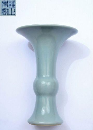 Old Chinese Sky Blue Clair-de-Lune Monochrome Porcelain vase Mk