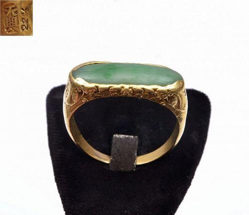Old Chinese 22K Gold Jadeite Jade Carved Carving Saddle Ring Mk