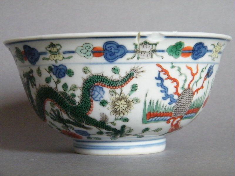 Fine Imperial Chinese Porcelain Wucai Dragon Bowl, Qianlong 1736- 1795