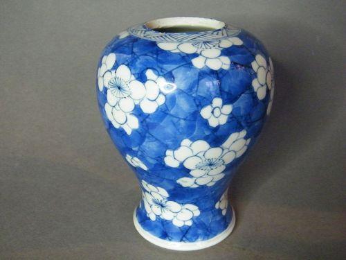 Chinese Porcelain Prunus Pattern Vase, Kangxi Reign 1662-1722�康� �����