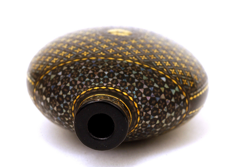 Meiji Japanese Imperial Lac Burgaute Lacquer Pearl Snuff Bottle