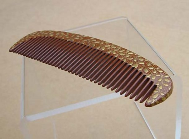 Old Japanese Kanzashi Comb: Wisteria Makie on Lacquer