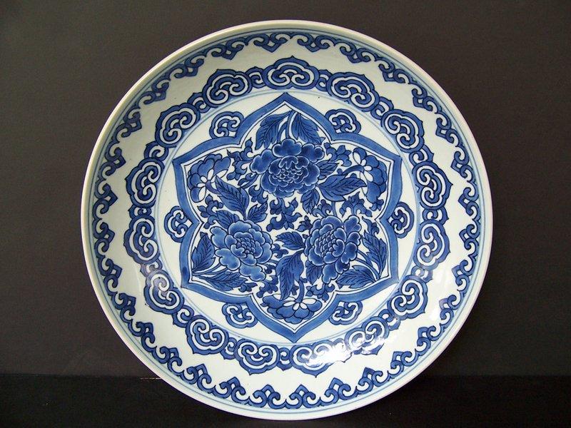 Very Fine Late Shunzhi / Early Kangxi Charger 1645-65
