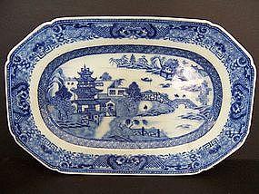 A Very Fine Qianlong (1736-1795) Nanking Tureen Base
