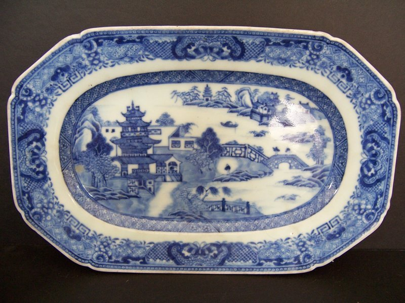 A Very Fine Qianlong (1736-1795) Nanking Tureen Base