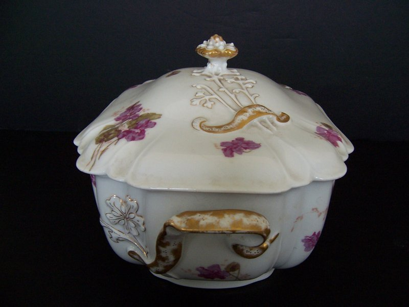 An Elegant Haviland Soup Tureen, circa 1888-1896