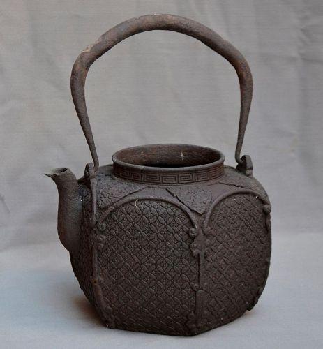 Tetsubin. Iron cast japanese teapot elegant design of Mon