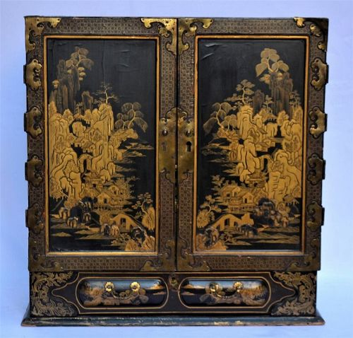 Japanese lacquer cabinet for Export. Namban Ware