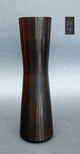 Elegant bronze flower vase by Hongo Kakuho