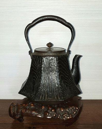 Great Iron Tetsubin Water Kettle, Tea Ceremony Ryubundo lid.