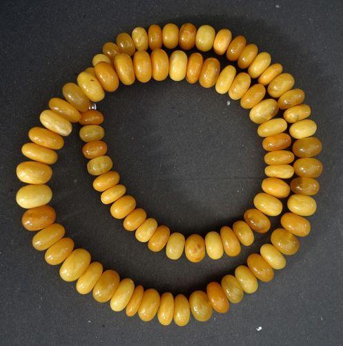 57 gr. Vintage Necklace of High Quality Egg Yolk Amber.