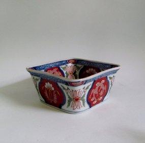 Rare Ko Imari Ryu-mon Deep Square Dish c.1730