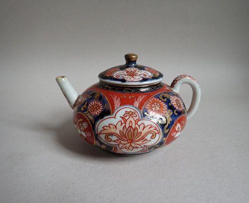 Japanese Imari Small Teapot Early 18C