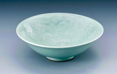 Fine Studio Porcelain Bowl with Decorative Relief by Suwa Sozan II