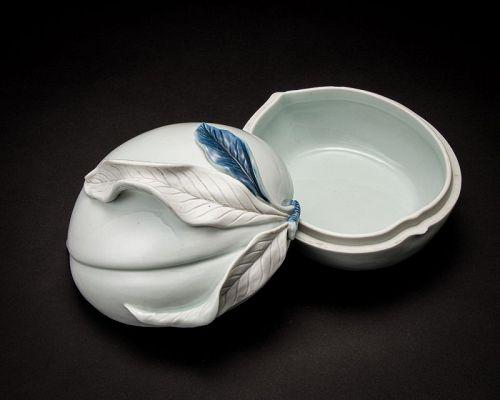 A White Porcelain Peach Vessel by Suwa Sozan II