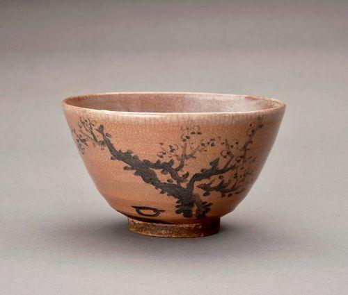A Porcelain Kyo-ware Tea Bowl by Eiraku Zengoro  XIV (1852-1927)