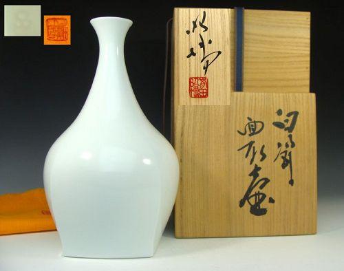 Living National Treasure Maeta Akihiro Hakuji Vase