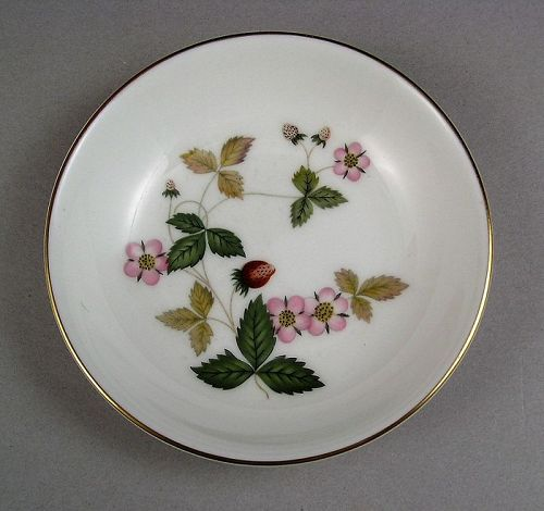 Pretty Wedgewood Bone China Dish Wild Strawberry w/Original Box