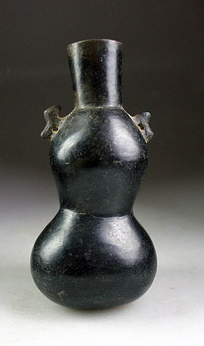 A choice Pre-Columbian Chimú-Inka pottery vase 1240 - 1570 BC