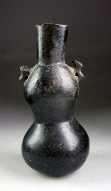A choice Pre-Columbian Chimú-Inka pottery vase 1240 - 1570 BC