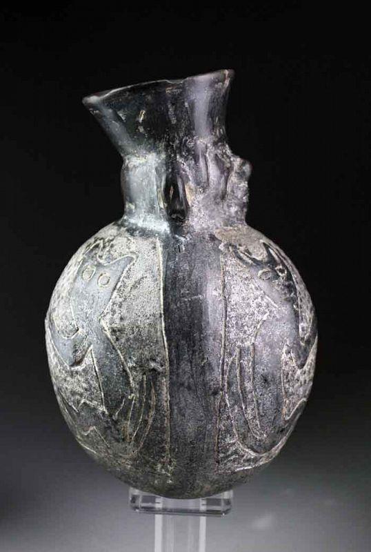 Rare Peru, Moche Blackware vessel with 4 feline predators!