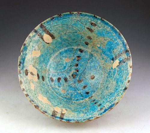 Torquoise Islamic pottery bowl w. iridescence, Kashan, 12. cent. AD