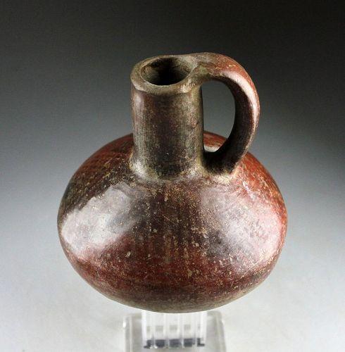 Nice and scarce Quimbaya ceramic pottery Jug w resist pattern!
