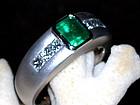 18K. Solid White Gold Ring w. Emerald & Diamonds