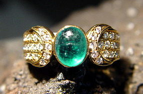 Solid 18K. Gold Ring with Cabochon Emerald & Diamonds