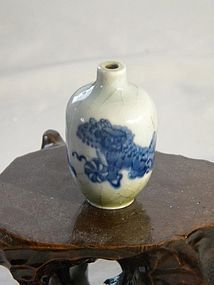 ANTIQUE QING DYNASTY BLUE & WHITE SNUFF BOTTLE