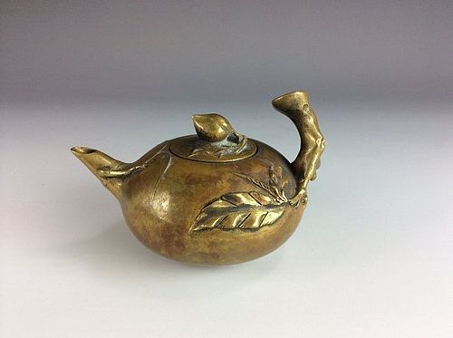 FINELY CRAFTED CHINESE BRONZE TEAPOT
