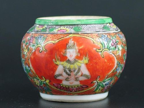 BENJARONG THAI LAINAMTHONG JAR WITH ANGEL FIGURES, 18/19TH CENTURY