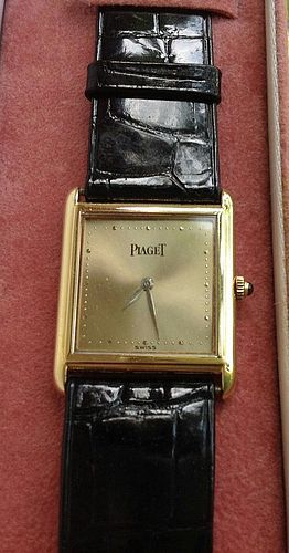 FINE AND ELEGANT 18K. GOLD PIAGET WATCH, GENEVA, SWITZERLAND