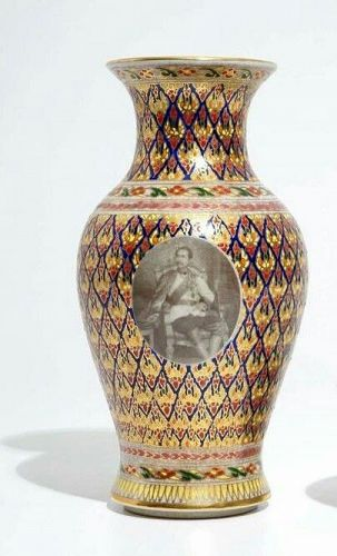 A RARE THAI BENJARONG VASE DEPICTING H.M. KING RAMA V