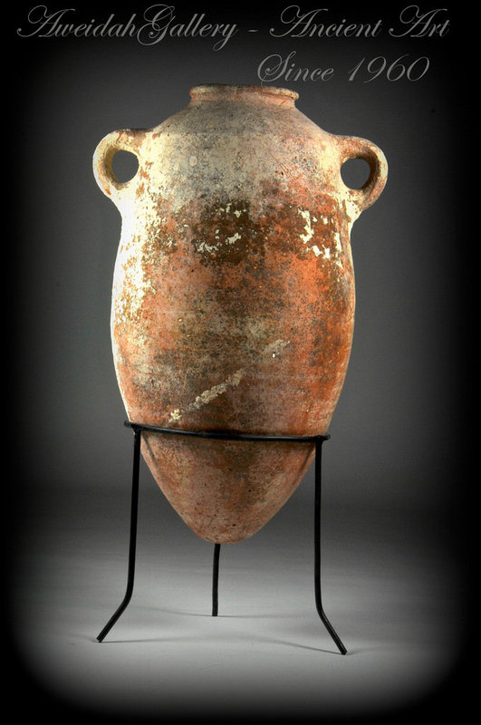 Ancient biblical Iron Age wine storage amphora, 1000 BC