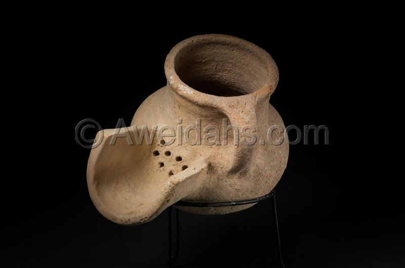 ANCIENT IRON AGE POTTERY BEER JUG WITH S STRAINER, 1000 BC