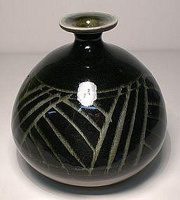 Ao Grass Pattern Bulbous Vase