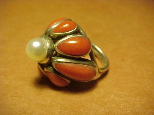 VINTAGE ARIZONA MODERNIST H. FRED SKAGGS STERLING CORAL PEARL RING
