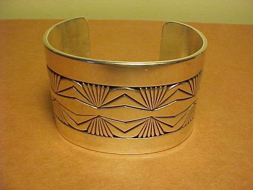 VINTAGE NAVAJO GIBSON NEZ STERLING CUFF WITH CHISEL WORK
