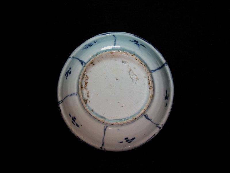 16TH C. MING WANLI BLUE AND WHITE KRAAK DISH