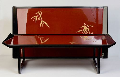 Early 20th Century, Showa, A Pair of Japanese Lacquered Trays
