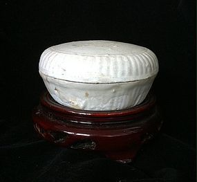 Chinese Song Dynasty white glaze covered box