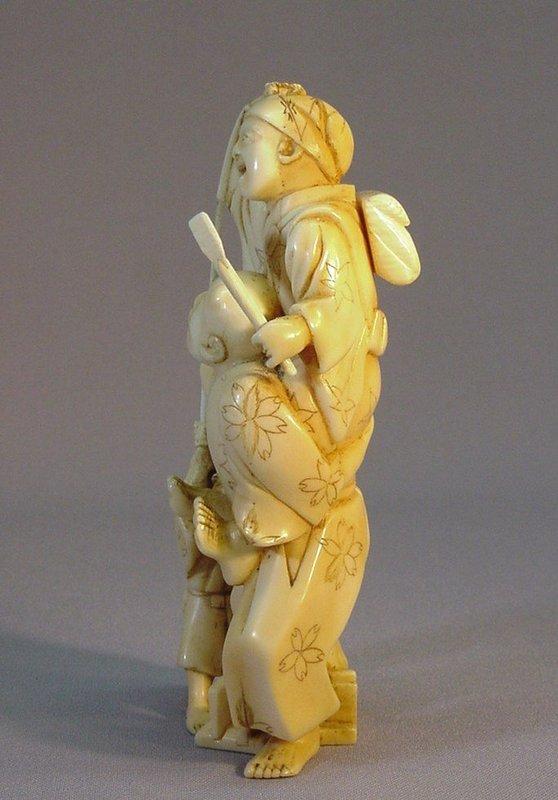 19TH C. JAPANESE IVORY OKIMONO OF THREE FIGURES