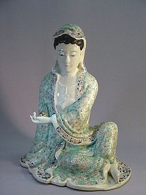 CHINESE PORCELAIN STATUE OF GUANYIN