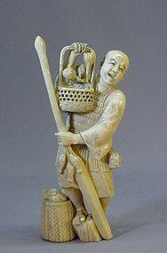 19TH C. JAPANESE IVORY OKIMONO OF A FISHERMAN