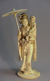 JAPANESE IVORY OKIMONO OF A YOUNG WOMAN