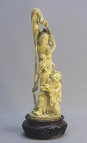 CHINESE IVORY CARVING OF A NOBLE WOMAN