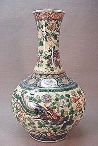 LATE 19TH CENTURY CHINESE EGG SPINACH VASE